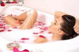 Rilassarsi con un Bagno Caldo: Consigli per Prepararlo
