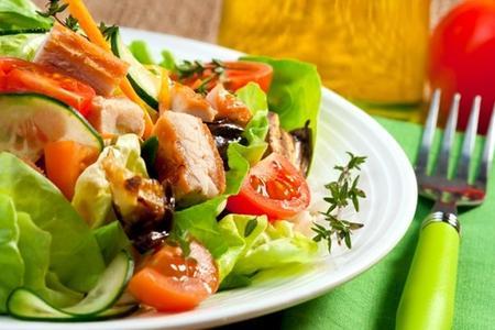 24965848_cucinare-con-gli-avanzi-insalata-di-pollo-0